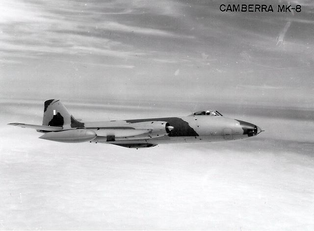 BAC Canberra B (I) Mark-8 peruano con su esquema t�ctico en color mim�tico