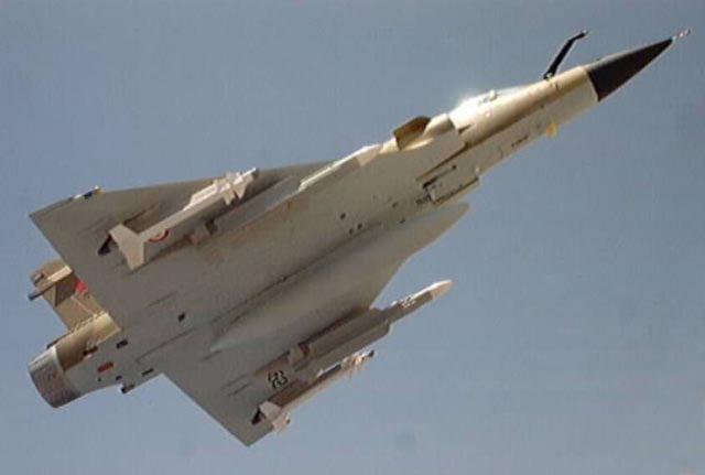 avión cazabombardero interceptor Mirage 2000P con sus misiles Matra Super 530D