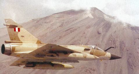 Avion Mirage 2000P volando sobre el volcán Misti