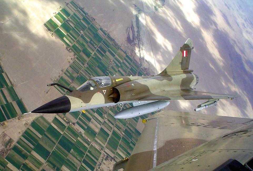 avion cazabombardero Mirage 2000/P supersónico armado con misiles aire-aire R.550 Matra Magic Mk.2