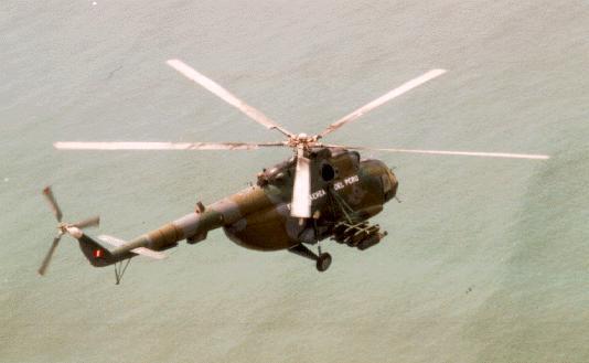 Mi-17 Hip-H de la FAP con sus coheteras laterales