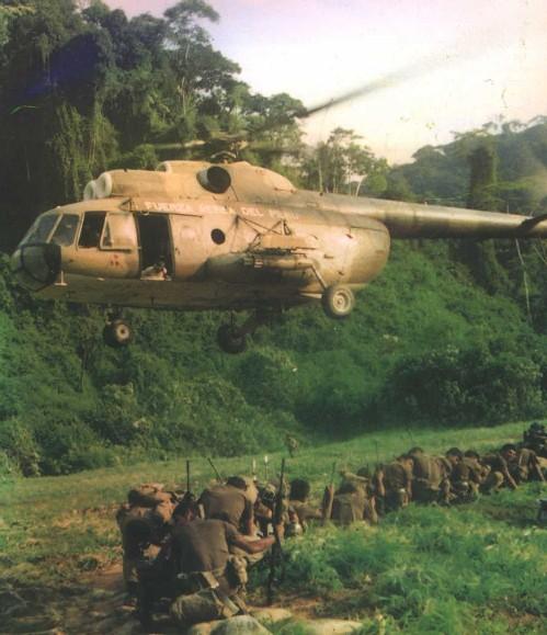 Soldados peruanos, Gigantes del Cenepa, luego de desembarcar en el teatro de operaciones
