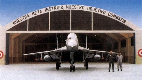 Ante hangar de la base A�rea Las Palmas. Foto: revista DEFENSA.