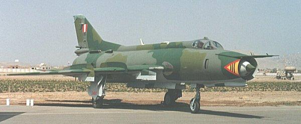 avion cazabombardero Sukhoi 22 supersónico
