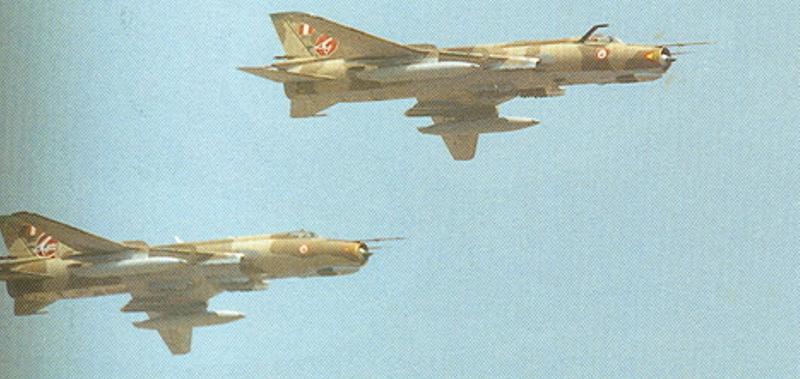 aviones cazabombarderos Sukhoi 22 supers�nico