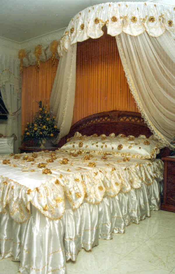 Wedding room decoration hull wedding night with room for Room decoration ideas in pakistan