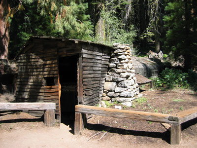 Sequoia kings canyon national parks for Log cabin sequoia national park
